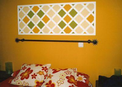 Cabecero de cama en pintura.