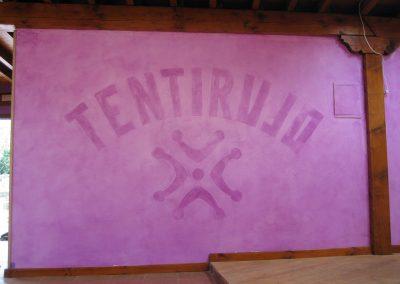 Mural en veladura con el nombre del restaurante.