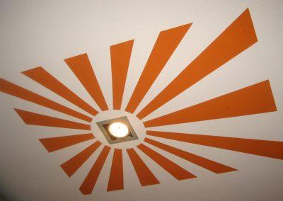 Detalle de techo en café-bar.