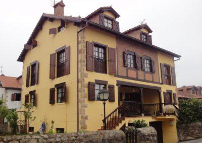 Rehabilitación de fachada incluyendo la madera.
