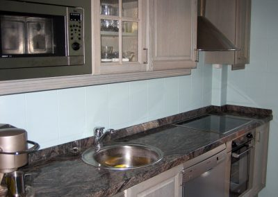Lacado de azulejos en cocina.