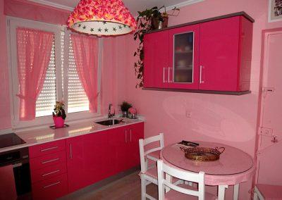 Azulejo de cocina lacado en rosa.