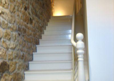 Escaleras lacadas.