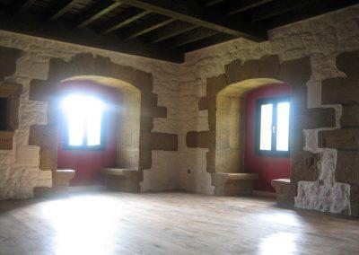 Pintura en rehabilitación del Palacio de Cimiano, en Panes (Asturias).