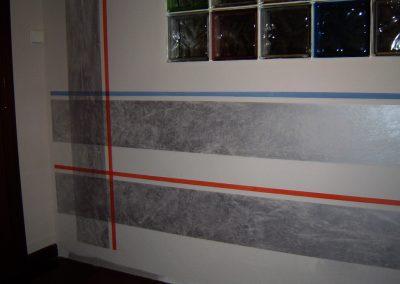 Rayas anchas con efecto de 'aguas' en plata y finas en liso.