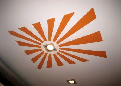 Pintura en techo de café bar.