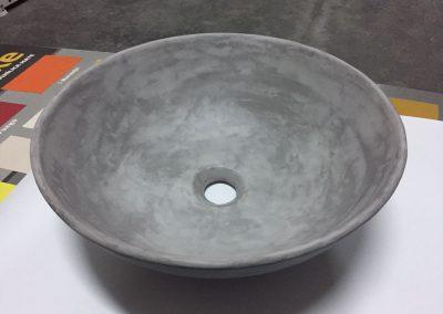Lavabo en microcemento gris claro.