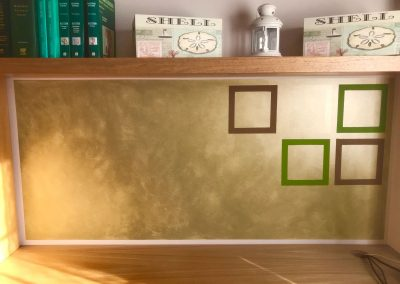 Fondo de escrito con veladura en oro y cuadros.