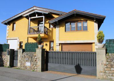 Cambio de color en fachada de vivienda unifamiliar.